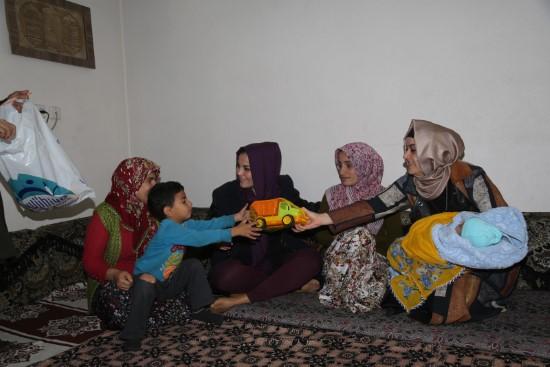 Eyyübiye'de çat kapı ev ziyaretleri devam ediyor