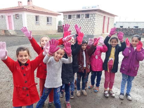 Köy okullarına Atkı, Bere, Eldiven ve Çorap