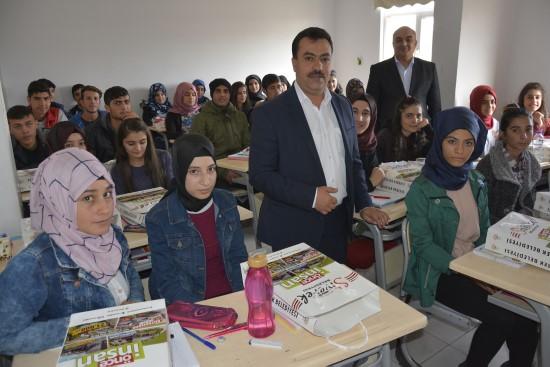 Öğrencileri ücretsiz kurslarla sınavlara hazırlıyorlar