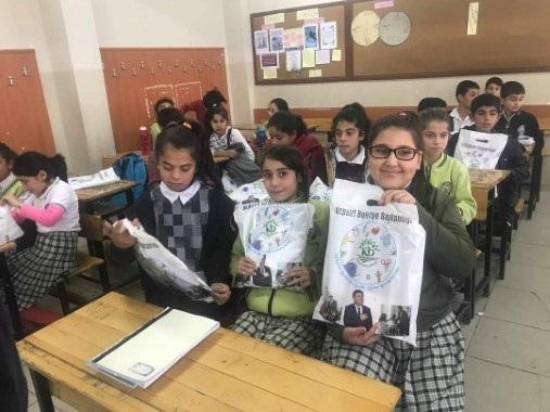 Suruçlu öğrencilere Kepsut'tan kırtasiye yardımı