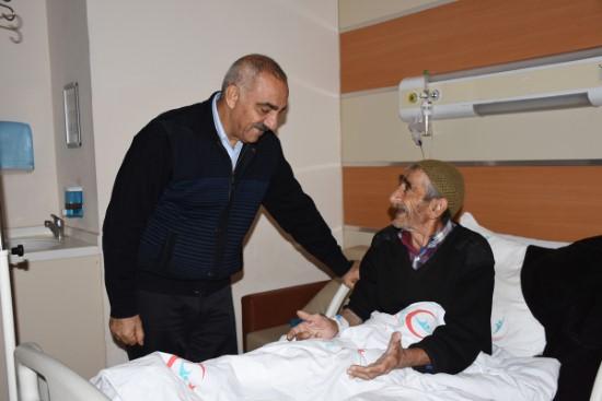 Bayık'tan hastalara moral ziyareti