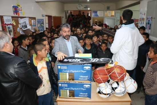 Büyükşehir, köy okulunun yardım çağrısına yetişti