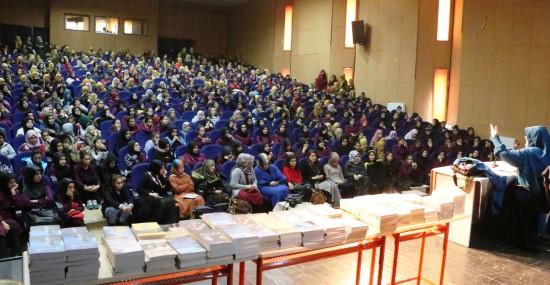 Emine Şenlikoğlu konferansı ilgi gördü
