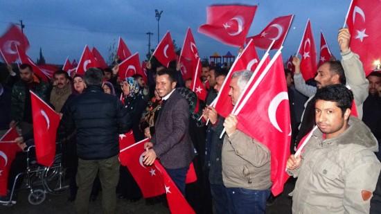 Mehmetçiğe Türk bayraklı destek
