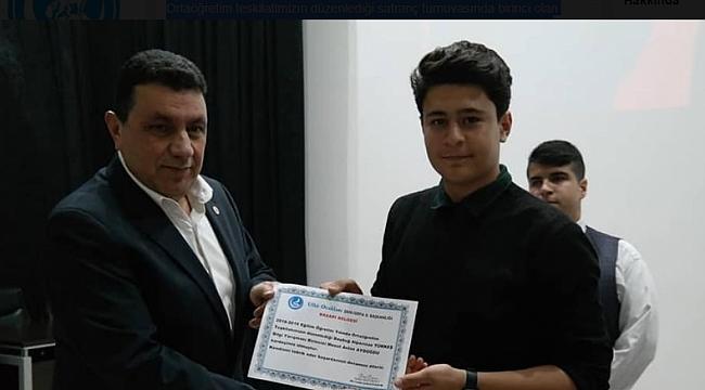 Özyavuz, Mesut Aslan'a sertifakasını verdi