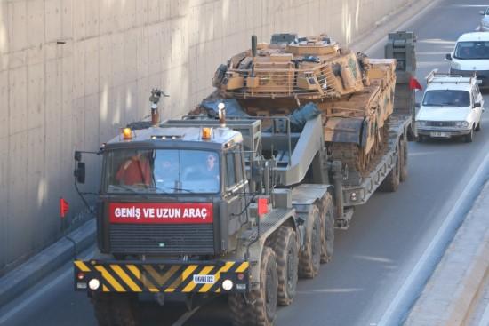 Şanlıurfa'dan sınır birliklerine tank sevkiyatı