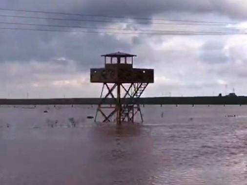 Sel sularında mahsur kalan 10 asker kurtarıldı