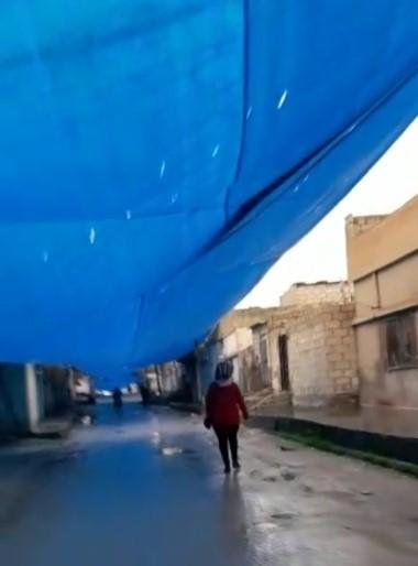 Teröristler cadde ve sokakları branda ile kapatıyor