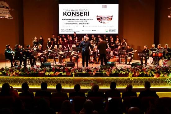 Türk halk müziği korosu ilk konserini verdi