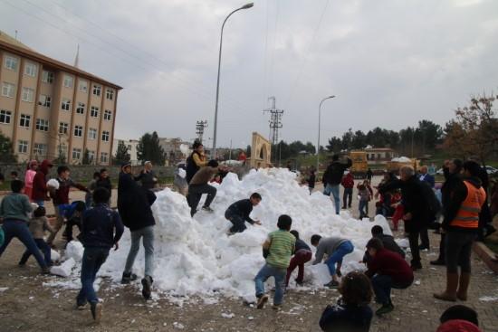 Eyyübiye'de kar topu savaşları başladı