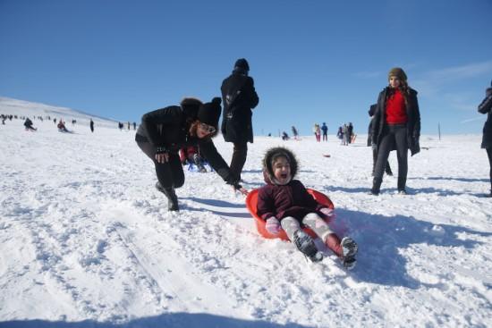 Güneydoğulu öğrencilerin karne hediyesi: Kayak