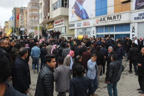 İttifak söylentileri partilileri il binasına döktü