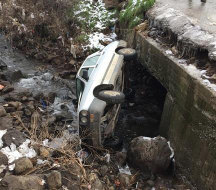 Şanlıurfa'da otomobil dereye uçtu: 1 yaralı