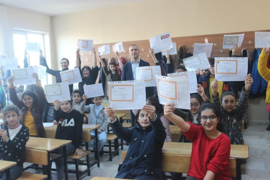 Siverek'te 79 bin 119 öğrencinin karne sevinci