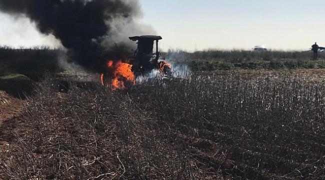 Tarla sürürken Traktör yandı.