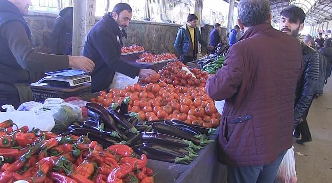 Urfa'da sebze ve meyveler cep yakıyor