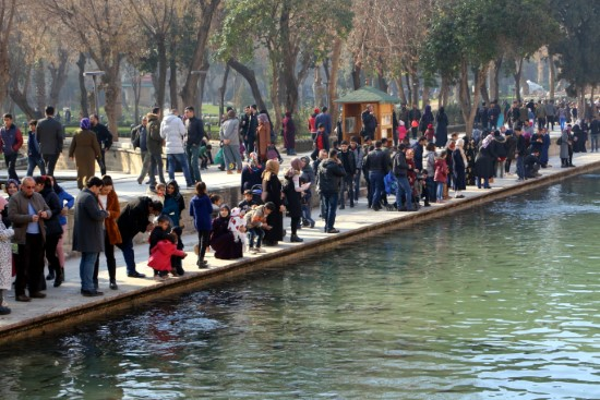 Vatandaşlar, tarihi mekanlara akın etti