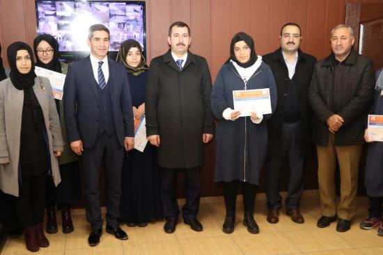 Baydilli başarılı öğrencilere sertifikalarını verdi