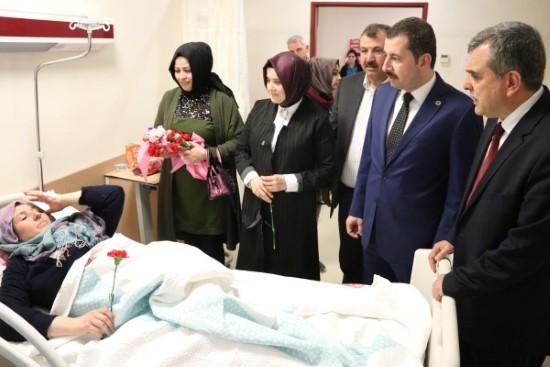 Beyazgül'den hastalara moral ziyareti