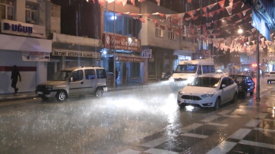 Ceylanpınar'da sağanak yağış etkili oldu