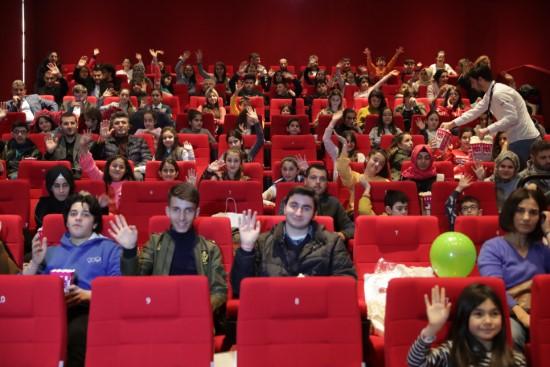 Doğu ve Güneydoğu'dan gelen çocuklar İstanbul'da film seyretti
