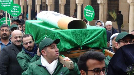 Sigarayı tabuta koyup mezara taşıdılar