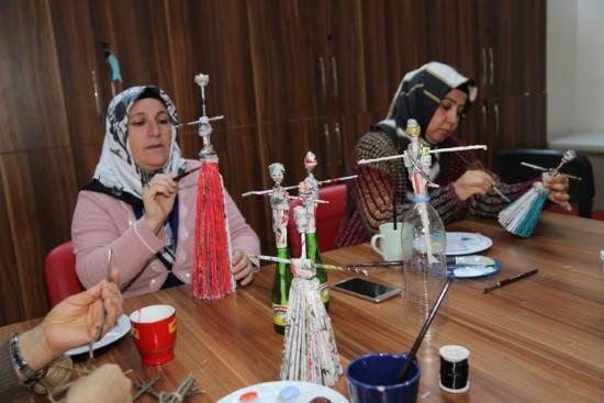 Atık malzemeler kadınların ellerinde sanata dönüşüyor