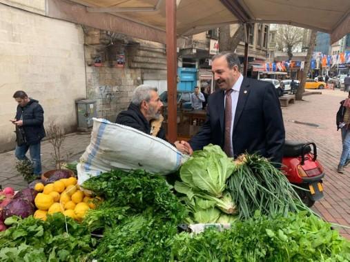 Özcan, AK adaylar için destek istiyor