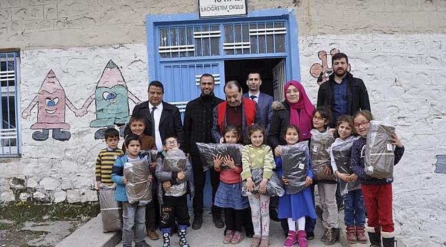 Kızılay'dan fakir öğrencilere yardım