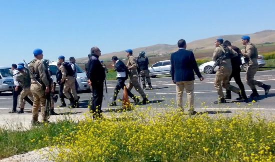 Şanlıurfa'da petrol istasyonuna haciz: 10 gözaltı