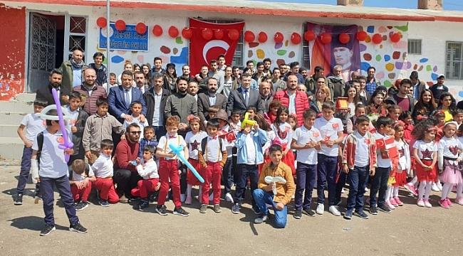 Üniversite öğrencileri Siverek'te köy okulunu onardı
