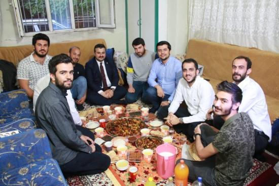 AK Parti İl Başkanı Yıldız öğrencilerle iftar yaptı