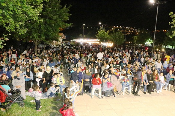 Binlerce vatandaş ramazan sokağına ilgi gösteriyor