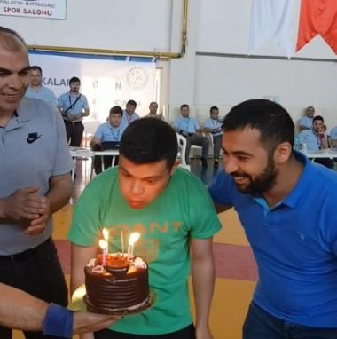 Down sendromlu sporcuya doğum günü süprizi