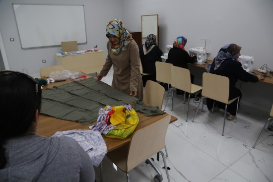 Kadınlar, Haliliye belediyesi ile meslek öğreniyor