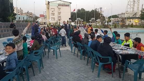 Şanlıurfa'da yetimler için iftar verildi