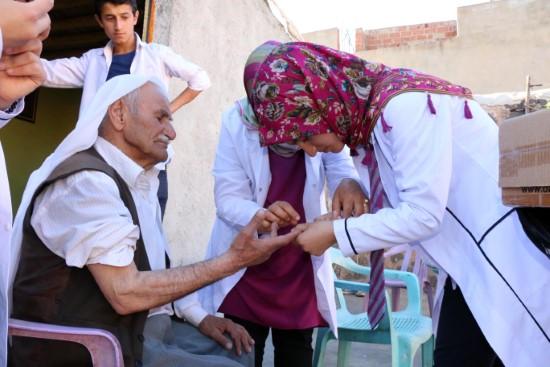 Siverek'te yaşlılar, öğrencilere emanet
