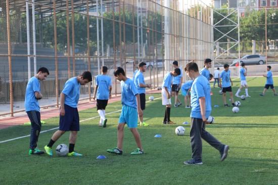 Büyükşehir'in futbol yaz okuluna yoğun ilgi