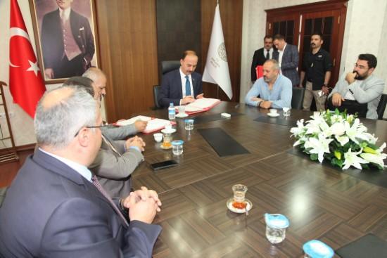 Gaziantep merkezli iki firma Şanlıurfa'da ayakkabı üretecek