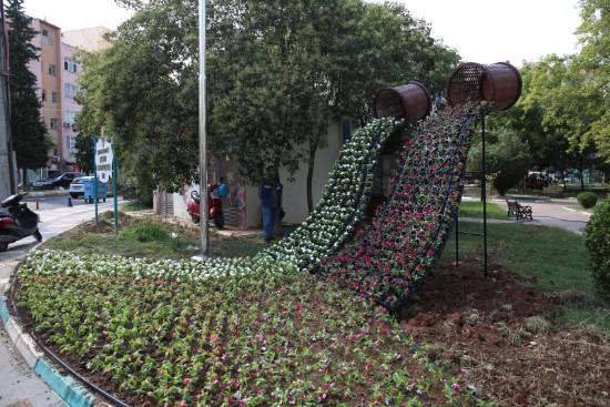 Haliliye belediyesi, ilçeyi çiçekler ile süslüyor