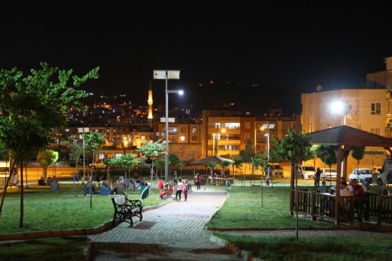 Haliliye'de parklar geceleri ışıl ışıl
