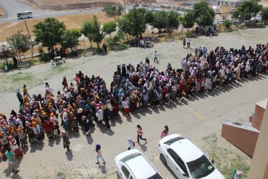 Şanlıurfa'da 75 bin Suriyeli öğrenci karne sevinci yaşadı