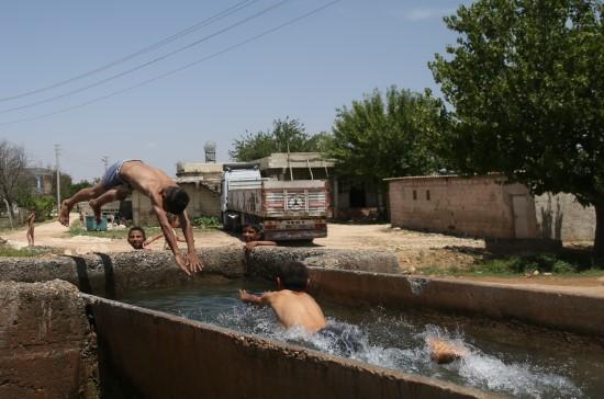 Şanlıurfa'da sıcak hava yaşamı olumsuz etkiliyor