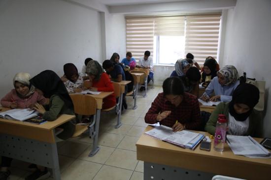 YKS öğrencileri, sınava Haliliye ile hazırlanıyor