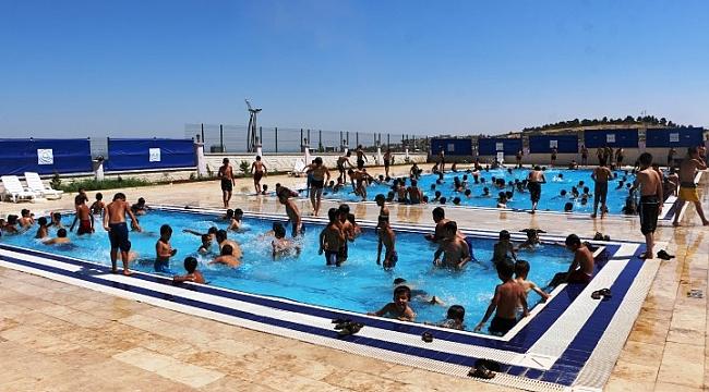 Belediyenin havuzlarına yoğun ilgi (Video)
