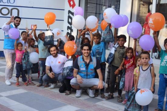 Gülen yüzlerle 71 çocuk sevindi