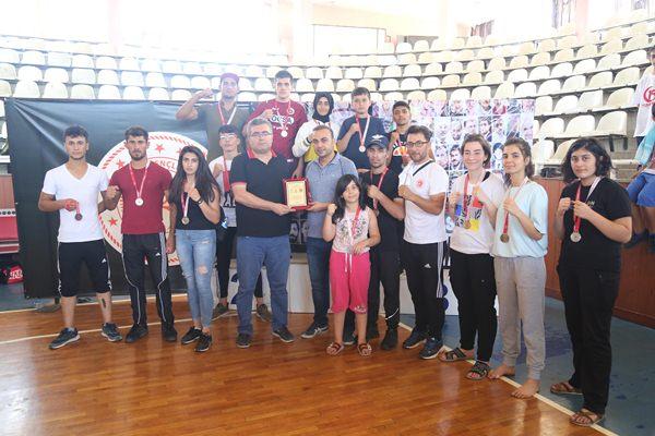 Haliliye Belediyespor Kick Boks takımı şampiyon oldu