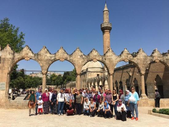 Mezitli'nin üretici kadınlarına belediyeden Şanlıurfa turu