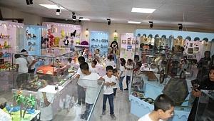 Suriyeli yetimler oyuncak müzesini gezdi