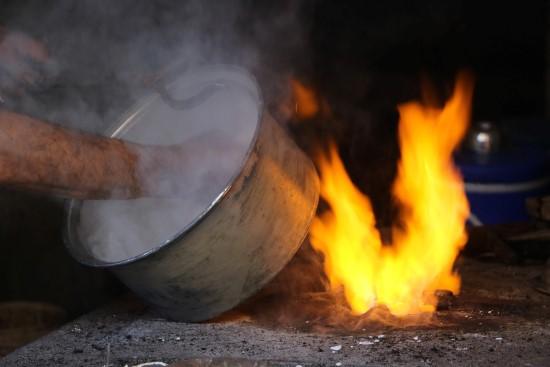 Yarım asırdır 75 derecelik ateşin önünde çalışıyor